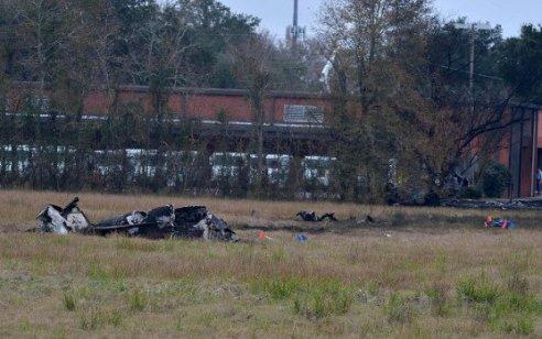 """ארה""""ב: 5 הרוגים בהתרסקות מטוס קל בחניון של סניף דוארבלואיזיאנה"""