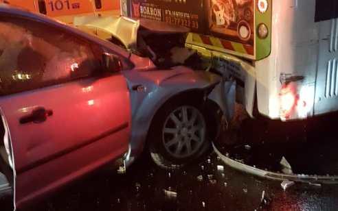 גבר ואישה ונפצעו בינוני ושניים קל בתאונה בין 2 רכבים ואוטובוס בכביש 4 סמוך לגהה
