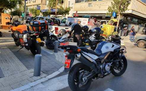 רוכב אופנוע כבן 30 נפצע בינוני בתאונה בתל אביב