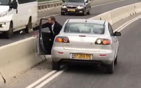 צפו: נהג החליט לעשות ״סדר״ בכבישי ישראל ותולש מצלמות דרך של המשטרה – החשוד נעצר