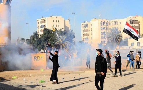 """התחדשו ההתפרעויות מול שגרירות ארה""""ב בבגדד – חמינאי לטראמפ: """"אתה לא יכול לעשות לנו כלום"""""""