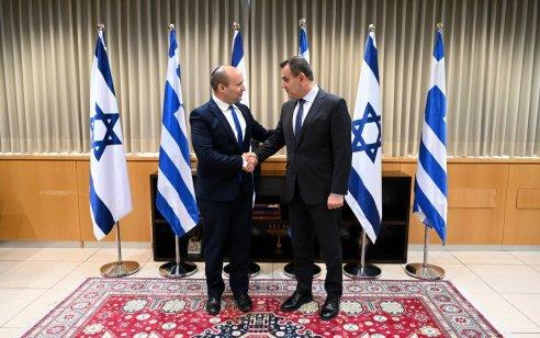 """שר הביטחון נפתלי בנט נפגש עם שר ההגנה של יוון: """"דנו במתיחות האזורית ובשיתופי פעולה עתידיים"""""""
