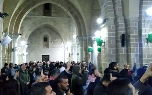 תיעוד מהר הבית: מאות מתפללים שהתפרעו פוזרו על ידי המשטרה בסיום תפילת הבוקר
