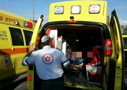 אישה כבת 40 נפצעה קשה מאוטובוס שירדה מימנו בקרית ארבע – בבית חולים נקבע מותה