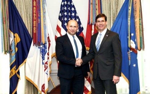 שר הביטחון בנט נפגש לראשונה בתפקידו עם מזכיר ההגנה האמריקאי ד״ר מארק אספר בפנטגון – השניים דנו בדחיקת איראן מסוריה