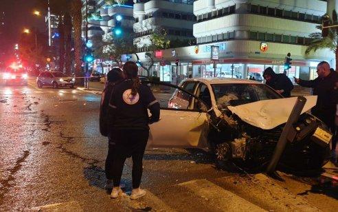שישה פצועים בינוני וקל בתאונת בתל אביב שבה רכב פגע ברוכב אופניים והתנגש במונית