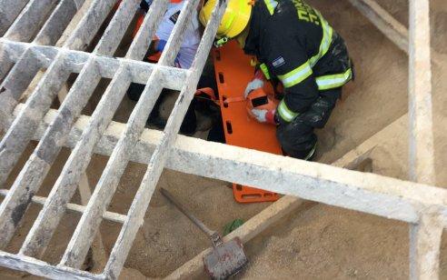 פועל בן 38 נפצע בינוני כתוצאה מנפילה לבור סמוך לצומת געתון שבנהריה