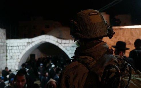 כ-2,000 מתפללים נכנסו לקבר יוסף: מטען אותר בסמוך למתחם הקבר ונוטרל על ידי חבלנים