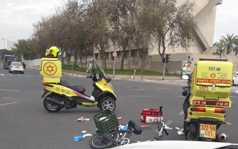 רוכב אופניים כבן 60 נפצע קשה בתאונה בתל אביב