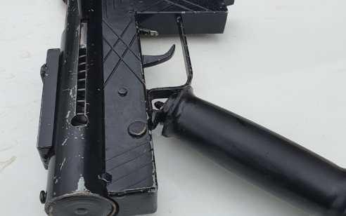 """שוטרי מג""""ב עצרו """"על חם"""" חשוד במעורבות בירי ונשק מסוג קרלו בג'לג'וליה"""