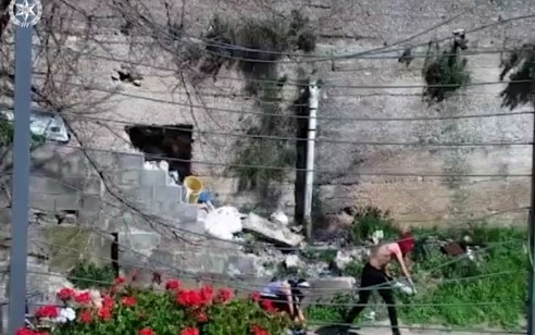 תיעוד: כך עצרו מסתערבים 3 רעולי פנים החשודים ביידוי אבנים בסילוואן