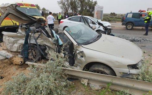 הרוג ושלושה פצועים קשה וקל בתאונה בין 2 רכבים בכניסה לבאר שבע