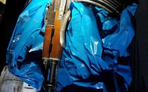 """בפעילות מג""""ב בג'דיידה מכר נתפס חשוד שברכבו אותרו נשק מסוג קלצ'ניקוב ומחסנית מלאה בתחמושת"""
