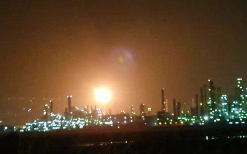 תיעוד יוצא דופן ממפרץ חיפה: כדור אש מאחד ממפעלי בתי הזיקוק | צפו