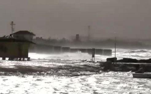 מזג אוויר סוער: גשמים, סופות חול ושטפונות | התחזית המלאה