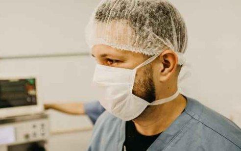 רופא נוסף באיכילוב נדבק בקורונה – רופאים ואחיות הועברו לבידוד