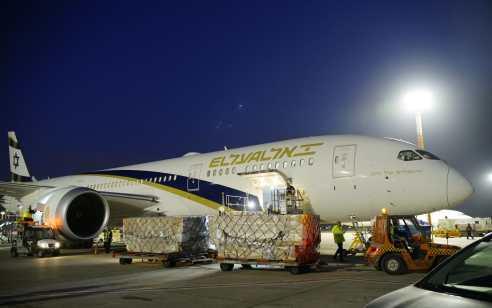 מטוס הראשון מהרכבת האווירית מסין נחת בישראל כשעליו כ-20 טונות של ציוד מיגון לצוותים הרפואיים