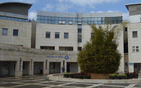 משרדים של הביטוח הלאומי ומס הכנסה בחולון הוצתו – המשטרה פתחה בחקירה