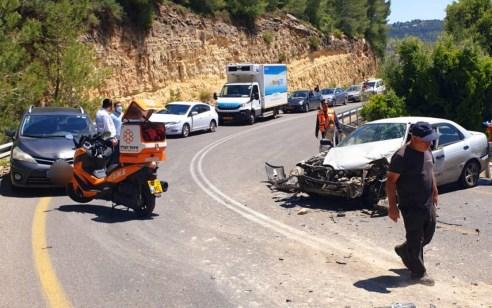 אישה בת 64 נפצעה בינוני ושניים קל בתאונה בין רכב למשאית בכביש 386 סמוך לצומת כרם