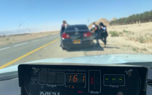 """תושב טורעאן נתפס במהירות 161 קמ""""ש בכביש 90 כשברכב 3 נוסעים מעל המותר – בהם 6 ילדים ללא התקני ריסון"""