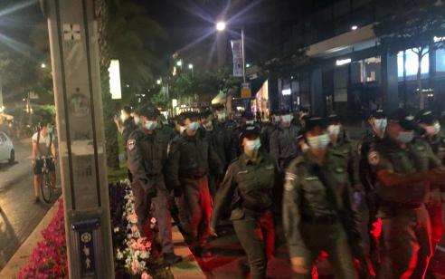 מפגיני שמאל תקפו שוטרים ואזרחים וגרמו נזק לרכוש בתל אביב – 12 מתפרעים נעצרו