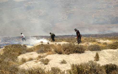 מחבלים הציתו שריפה סביב הישוב אשתמוע בהר חברון – כלל התושבים פונו מהבתים | תיעוד