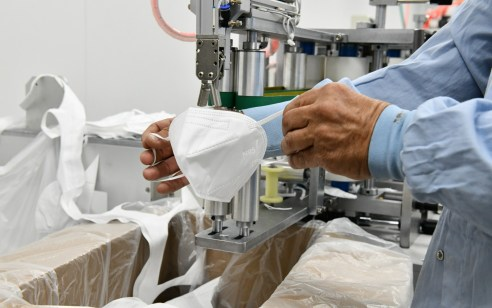 משרד הביטחון נערך לגל נוסף של קורונה: נחנך קו ייצור ראשון בישראל למסכות N95, בעל כושר ייצור של עד 2 מיליון מסכות בחודש