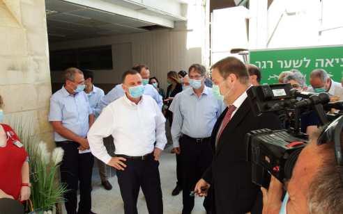 """שר הבריאות אדלשטיין: """"אנחנו מתקדמים בקצב טיסה ליותר מ- 200 חולים ביממה"""""""