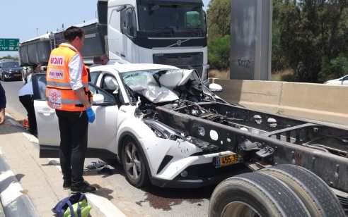 צפו: בת 40 נפצעה קל עד בינוני בתאונה עם משאית סמוך למחלף גלילות
