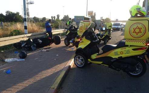 רוכב אופנוע בן 40 נפצע קשה בתאונת דרכים עם אוטובוס סמוך למחלף מסובים