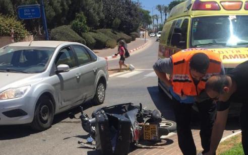 רוכב אופנוע כבן 20 נפצע בינוני בתאונה בחדרה