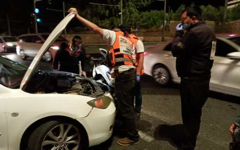 צעיר שרכב על אופנוע נפצע בתאונה בירושלים – מצבו בינוני