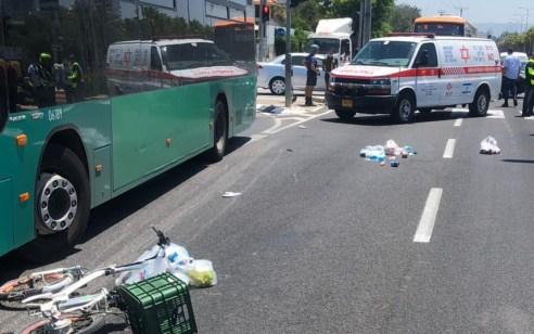רוכבת אופניים בת 65 נפצעה בינוני עד קשה מפגיעת אוטובוס בקרית ביאליק
