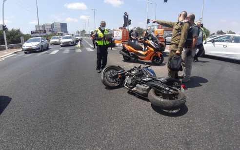 רוכב אופנוע כבן 40 נפצע בתאונה בכביש 40 – מצבו קשה