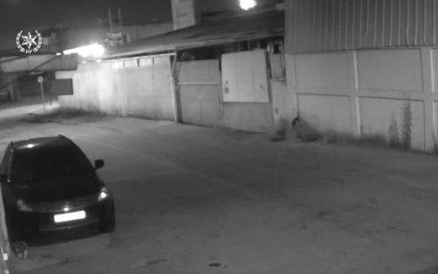 עם פנס ומסיכה: פרץ למוסך ברחובות ונעצר – צפו בתיעוד