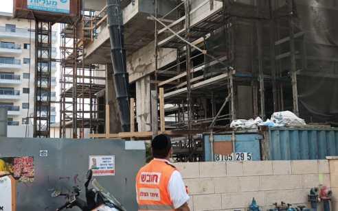 פועל בן 51 נפל מפיגום באתר בניה בחדרה – ונהרג