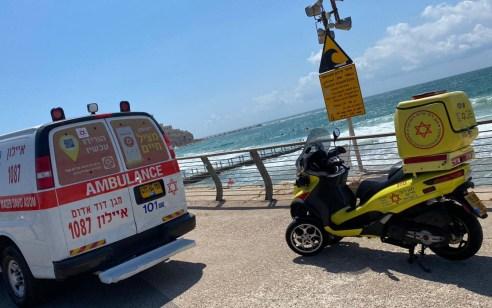 פעולות החייאה בגבר בן 60 שטבע בחוף לא מוכרז דרומית לחוף צ'ארלס קלור בתל אביב