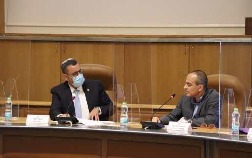"""פרופ' גמזו על התחלואה בירושלים: """"בכל מקום אחר עיר כזו הייתה בסגר"""", ראש העירייה: רוב החולים – ממזרח העיר"""