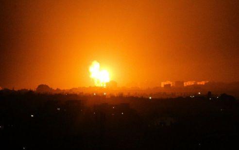 """בתגובה להפרחת בלוני התבערה: צה""""ל תקף עמדות חמאס בדרום עזה"""