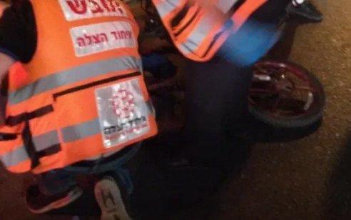 פגע וברח בחדרה: רכב פגע ברוכב אופניים חשמליים כבן 50 ונמלט – מצבו קשה