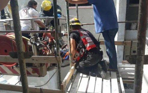פועל בן 27 נפל מגובה באתר בניה בהוד השרון – מצבו קשה