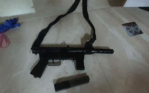"""בפעילות מג""""ב בכפר סמוע – נעצר חשוד ערבי בהחזקת נשק מסוג קרלו שהוסלק בביתו"""