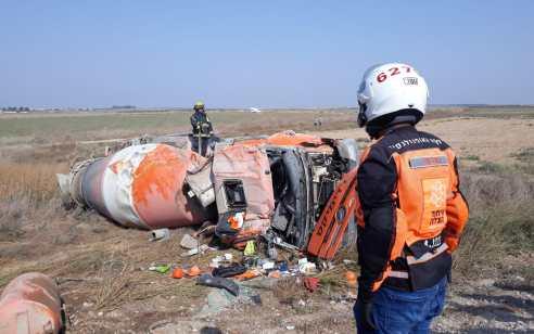 נהג משאית כבן 23 נפצע כתוצאה מהתפכות מערבל בטון – מצבו בינוני