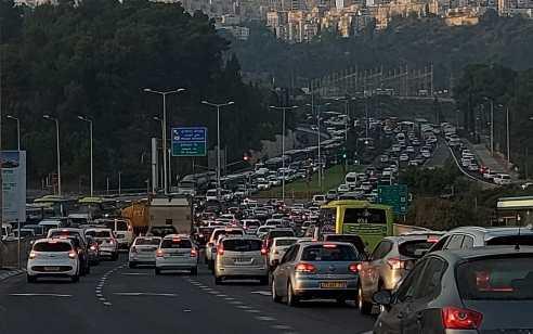 הסגר בכבישים: עומסי תנועה כבדים ברחבי הארץ בגלל מחסומי המשטרה