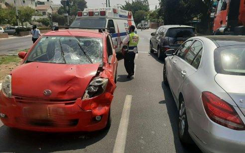 שתי הולכות רגל כבנות 15 נפצעו קשה וקל מפגיעת רכב בתל אביב