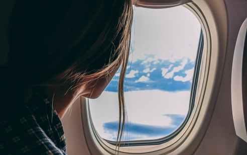 """סוכנת נסיעות ושלושה מעורבים נוספים חשודים באספקת בדיקות קורונה מזויפות לטסים לחו""""ל"""