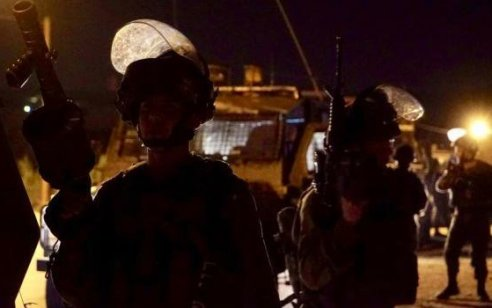 """לוחמי צה""""ל עצרו שני מחבלים שחצו את גדר המערכת בדרום רצועת עזה לשטח ישראל"""