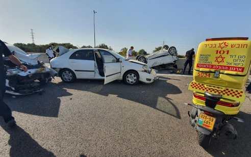 כביש 6 – מחלף אייל: עשרה נפגעים בתאונה עם מעורבות רכב הפוך שעלה באש