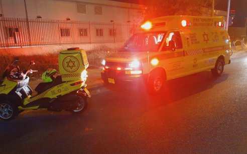 הולכת רגל כבת 24 נפצעה קשה מפגיעת אופנוע סמוך לבני ברק