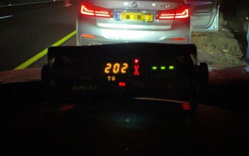 """תושב רמלה נתפס נוהג במהירות 202 קמ""""ש בכביש 6, רישיון הנהיגה שלו נפסל ל-30 ימים"""